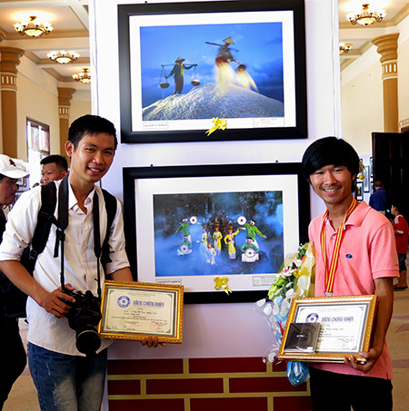 Lê Trọng Khang và Võ Văn Phi Long, hai NSNA trẻ của Quảng Nam đều có giải tại liên hoan lần này.Ảnh: LÊ QUÂN