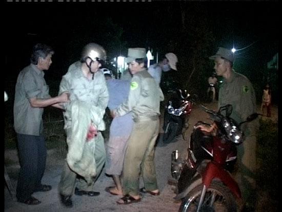 Lực lượng dân quân tự vệ tham gia trấn áp tội phạm. Ảnh: V.K