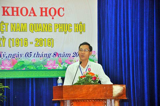 TS.Nguyễn Văn Phượng trình bày tham luận tại hội thảo
