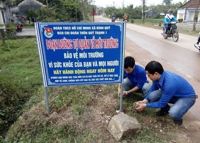 ĐV-TN xã Bình Quý tham gia các hoạt động bảo vệ môi trường. Ảnh: MỸ LINH