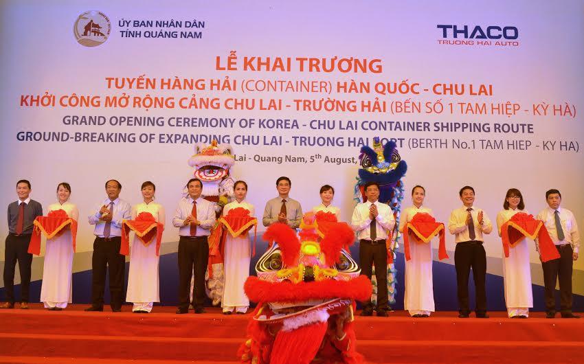 Lãnh đạo tỉnh cắt băng khai trương tuyến hàng hải (container) Hàn Quốc - Chu Lai và khởi công mở rộng cảng Chu Lai - Trường Hải