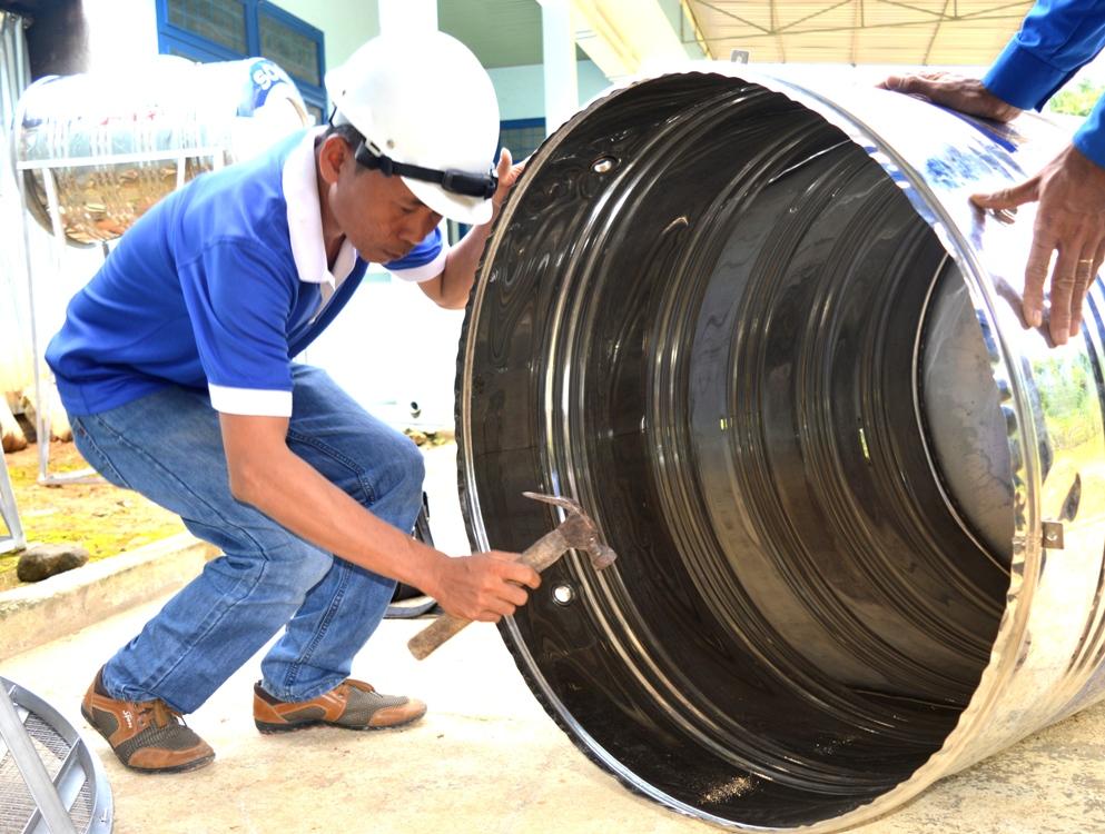 Thiết kế và thi công hệ thống nước sạch do các kỹ sư chuyên nghiệp đảm nhiệm. Ảnh: PHAN VINH