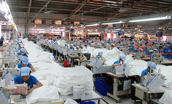 Nhờ nỗ lực thực hiện nhiều khâu, hiện nay Duy Xuyên đã thu hút 80 doanh nghiệp vào đầu tư. Ảnh: HOÀI NHI