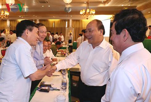 Thủ tướng gặp gỡ các đại biểu dự Hội nghị