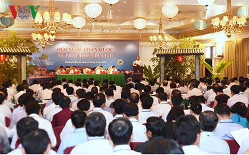 Thủ tướng đề nghị ngành Du lịch có giải pháp thúc đẩy du lịch trong nước phát triển quy mô lớn, phấn đấu đóng góp 10% vào GDP cả nước.