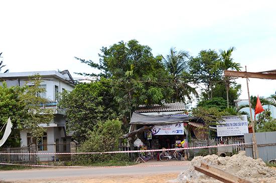 Khu vực ách tắc mặt bằng tại xã Tam Thái. Ảnh: CÔNG TÚ