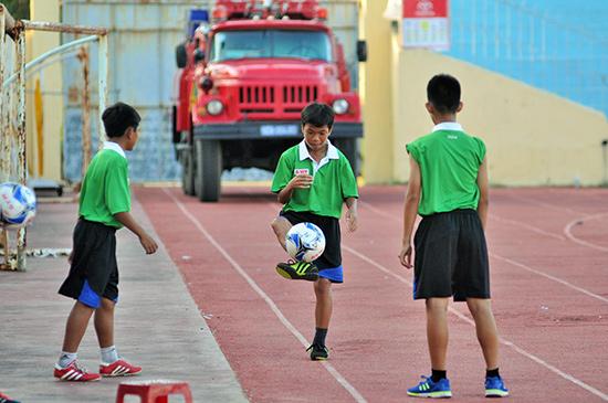 Các cầu thủ trẻ Quảng Nam. Ảnh: AN NHI