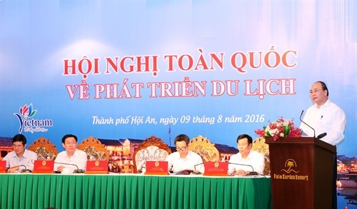 PM Nguyen Xuan Phuc at the conference