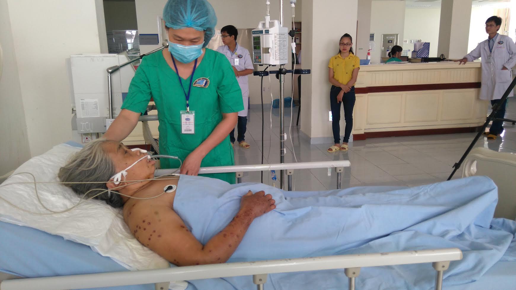 Cụ Lộc đang được tích cực điều trị tại BVĐKTU Quảng Nam.