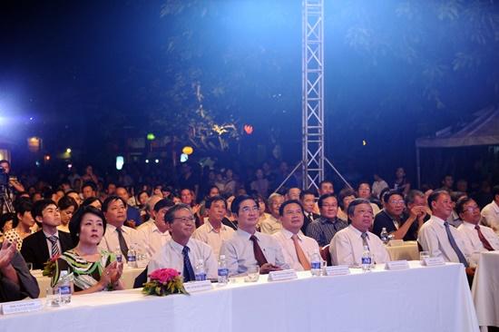 Bí thư Tỉnh ủy Nguyễn Ngọc Quang cùng Đại sứ quán Nhật Bản Fukada Hiroshi đã đến dự đêm  khai mạc