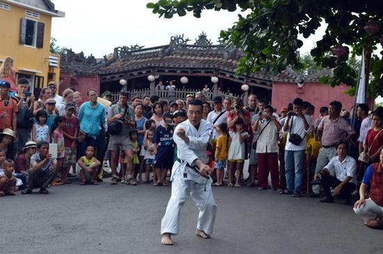 Biểu diễn võ Karatedo của võ sư Nhật Bản