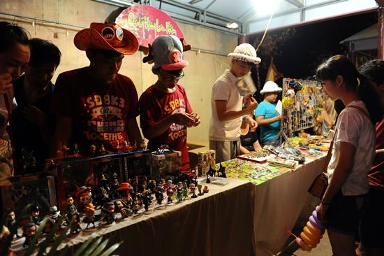 Những quày hàng lưu niệm Nhật Bản luôn thu hút du khách