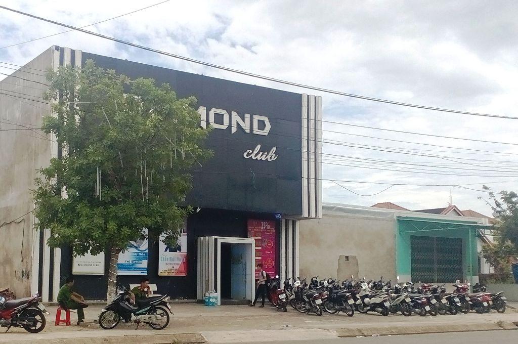 Bar DIAMOND được xem là vỏ bọc để đối tượng Thắng Diễm và em trai tổ chức đánh bạc cá độ bóng đá