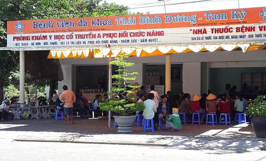 Khoa Đông y của Bệnh viện Đa khoa Thái Bình Dương - Tam Kỳ có số lượng bệnh nhân đến khám chữa bệnh rất đông. Ảnh: N.D