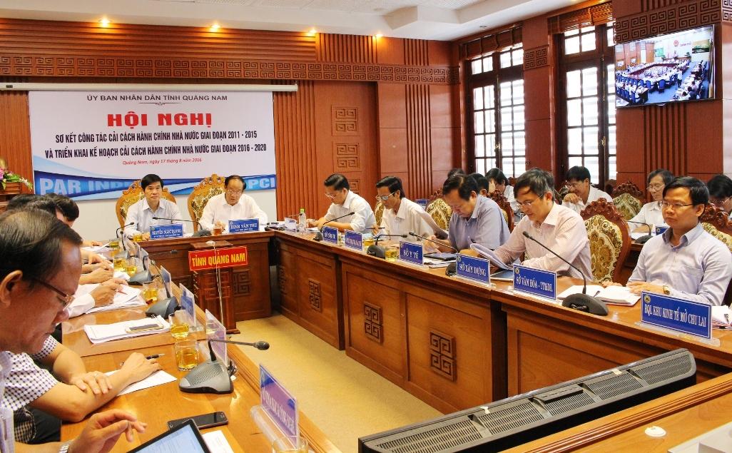Quang cảnh điểm cầu Quảng Nam tại hội nghị trực tuyến sơ kết công tác CCHC nhà nước giai đoạn 2011 - 2015 và phương hướng, nhiệm giai đoạn 2016 - 2020 hôm 17.8. Ảnh: VĂN HÀO