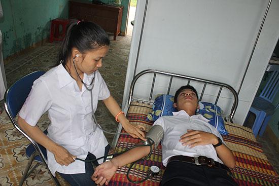 Chất lượng chăm sóc sức khỏe ban đầu tại Trường THPT Nguyễn Văn Cừ được phụ huynh, học sinh tin tưởng. Ảnh: H.L