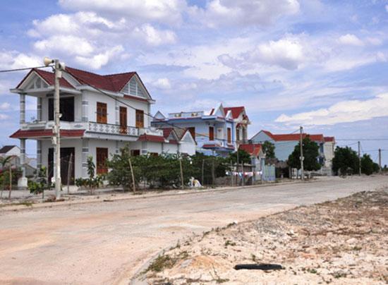 Những ngôi nhà tái định cư xây dựng tại làng chài Duy Nghĩa, huyện Duy Xuyên.