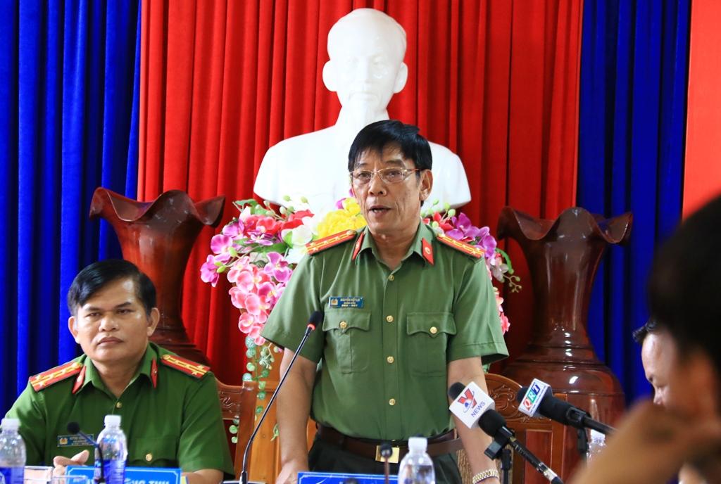Giám đốc Công an tỉnh, Đại tá Nguyễn Viết Lợi thông tin trong buổi họp báo. Ảnh: CN