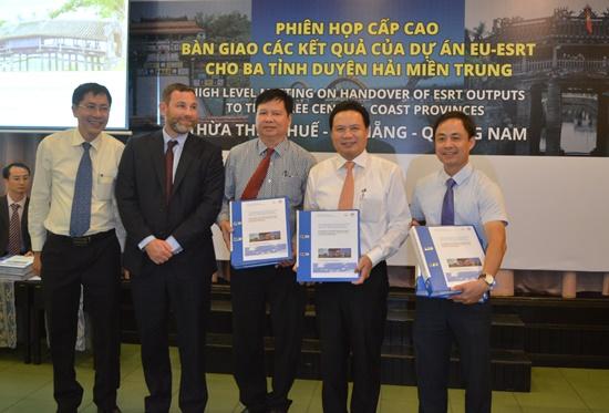 Bàn giao các tài liệu kỹ thuật cho 3 tỉnh Duyên hải miền Trung