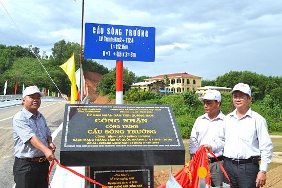 Khánh thành cầu Sông Trường (Bắc Trà My) trên QL40B. Ảnh: CÔNG TÚ