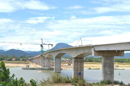 Dự kiến cuối năm nay sẽ thông xe kỹ thuật cầu Giao Thủy. Ảnh: CÔNG TÚ
