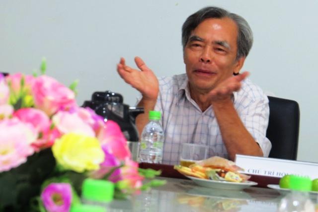 PGS.TS Phạm Văn Hảo, chủ nhiệm công trình từ điển phương ngữ Quảng Nam. Ảnh: Hoàng Liên