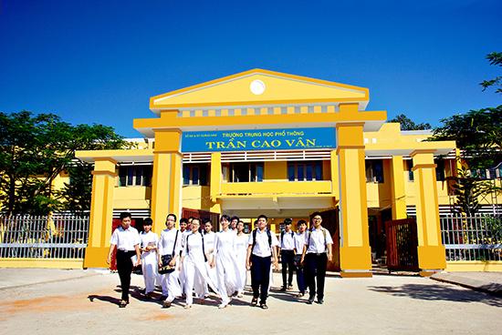 Học sinh Trường THPT Trần Cao Vân - Tam Kỳ giờ tan học.Ảnh: PHƯƠNG THẢO