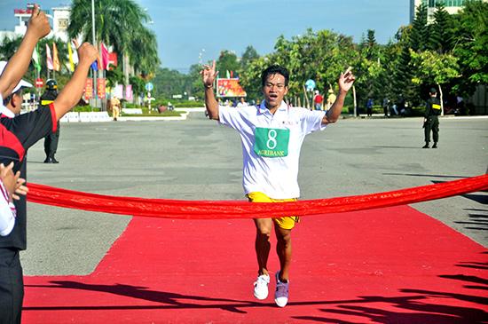 Niềm vui chiến thắng của một VĐV động viên tại giải năm 2015. Ảnh: ANH SẮC