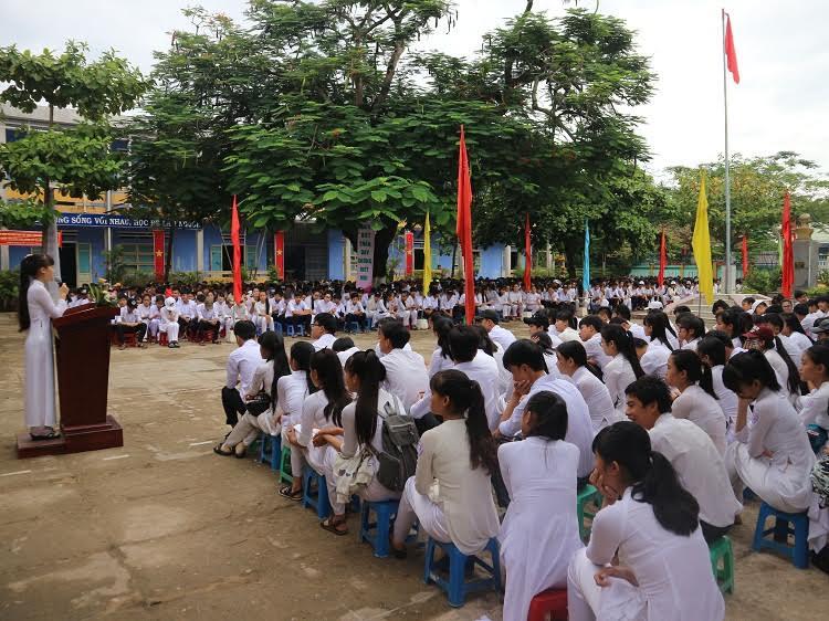 Quang cảnh lễ khai giảng tại Trường THPT Sào Nam. Ảnh: NHƯ QUỲNH