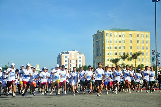 Giải Việt dã Báo Quảng Nam trở thành ngày hội thể thao quần chúng.Ảnh: ANH SẮC