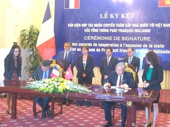 Lãnh đạo VEC và Vinci Concessions ký kết biên bản ghi nhớ về thỏa thuận hợp tác. Ảnh do VEC cung cấp