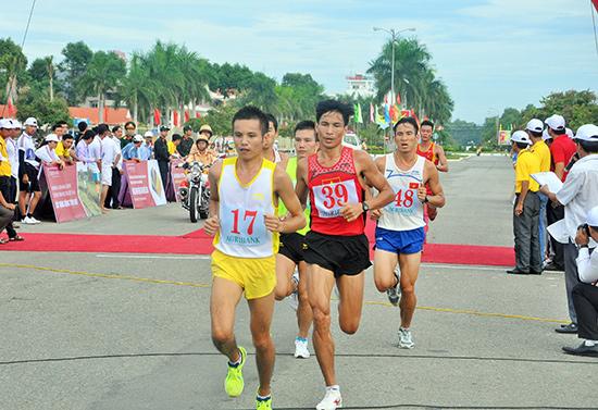 Nhiều tuyển thủ quốc gia góp mặt trên đường chạy 10.000m giải năm nay tạo ra sức cạnh tranh hấp dẫn cho cuộc đua.