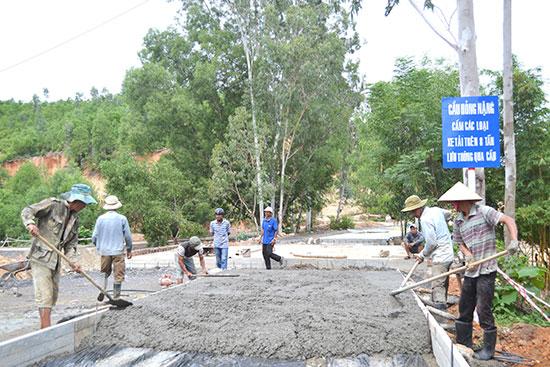 Nhà thầu thi công đường dẫn cầu Khe Đông.