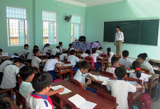 Cơ sở vật chất các trường học ngày càng được xây dựng khang trang.Ảnh: HOÀI NHI