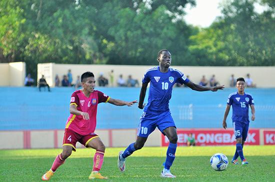 Diao (số 10) lập cú đúp trong trận QNK Quảng Nam đả bại Becamex Bình Dương