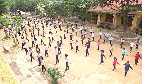 Học sinh Trường Phổ thông Dân tộc bán trú - Trung học Cơ sở Trà Mai. Ảnh: T.T
