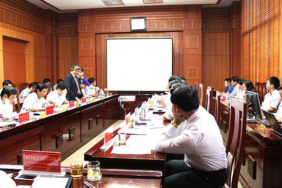 Ban Chỉ đạo CCHC tỉnh họp bàn về công tác chuẩn bị thành lập trung tâm. Ảnh: VĂN HÀO