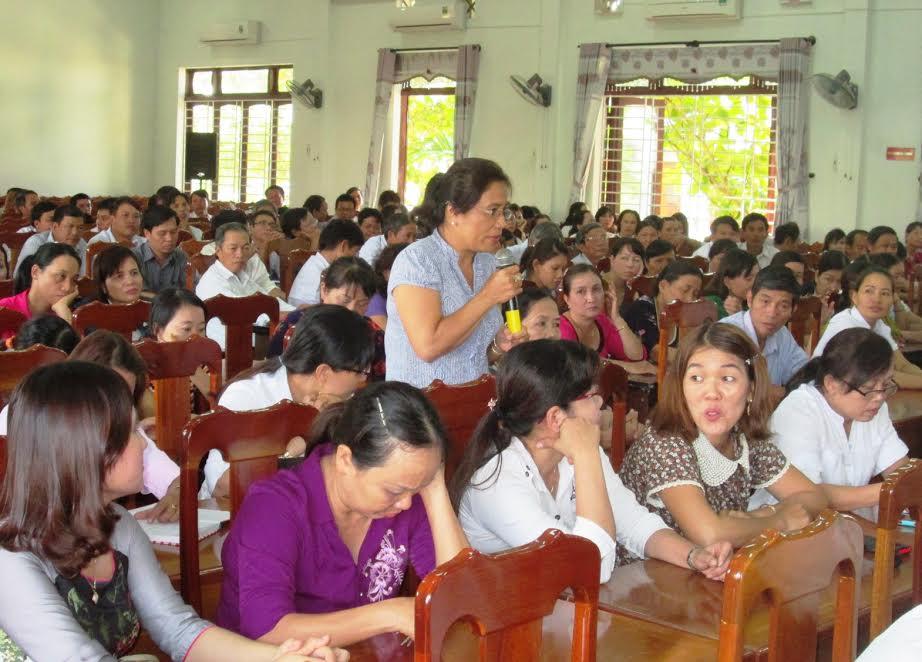 Đại diện các trường cùng nhau trao đổi chuyên môn và đề xuất nhiều vấn đề với lãnh đạo huyện.