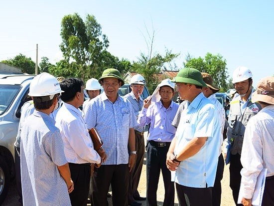 Chairman of Quang Nam People's Committee  Dinh Van Thu meeting the entrepreneurs in the province