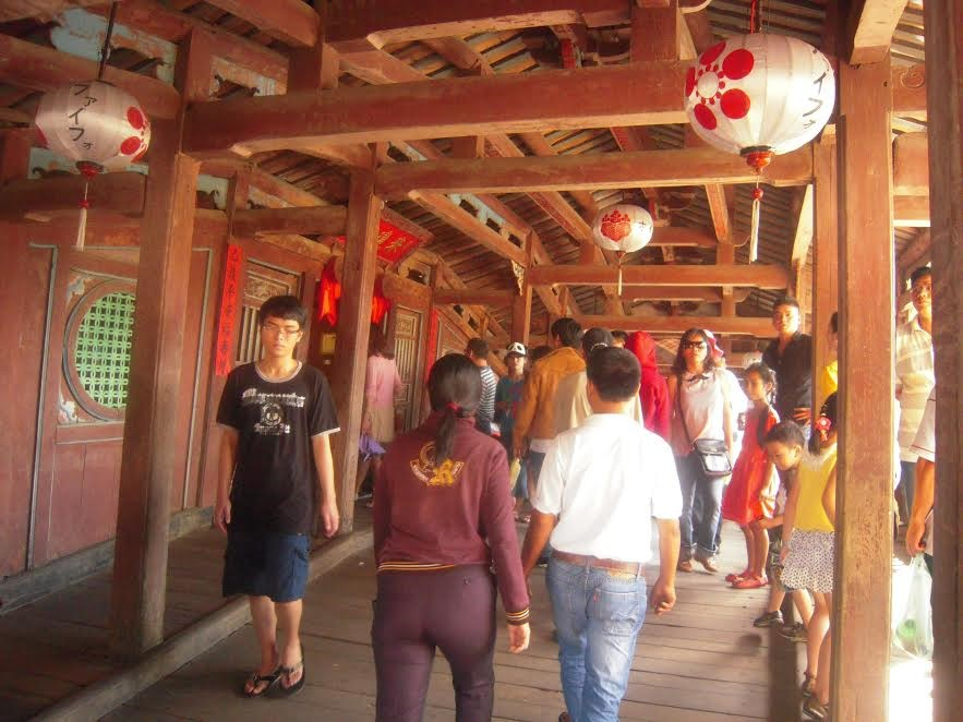 Japanese Bridge is crowded with visitors.