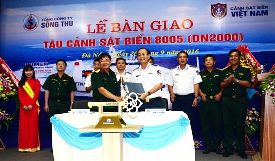 Lễ bàn giao tàu giữa đại diện Tổng công ty Sông Thu và Bộ Tư lệnh CSB Việt Nam