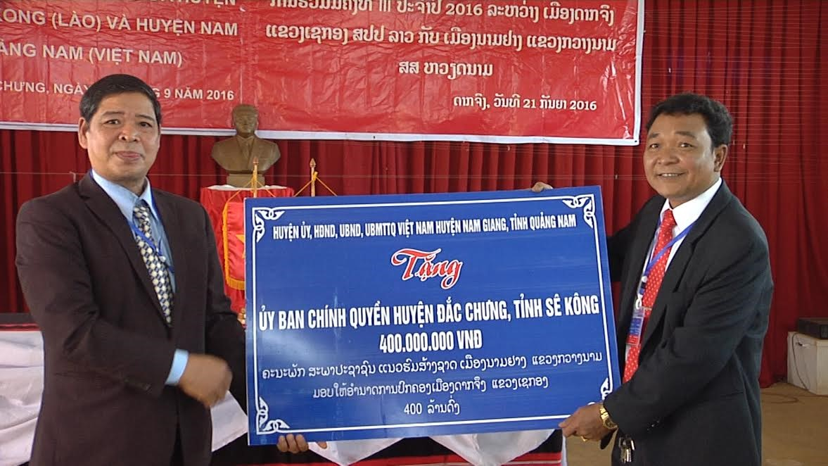 A financial aid  from Nam Giang for Dac Chung's economic growth