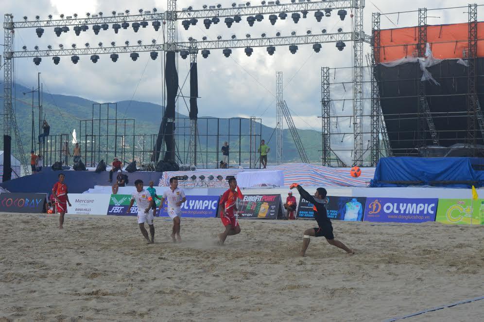 ĐT bóng đá bãi biển Việt Nam thắng đậm đối thủ Lào 12-3 trong ngày ra  quân.