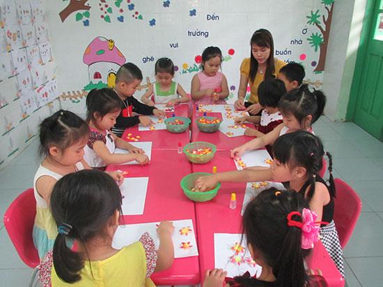 Nhờ XHH giáo dục, cơ sở vật chất của nhiều trường học trên địa bàn Tam Kỳ được đầu tư. TRONG ẢNH: Một phòng học ở Trường Mẫu giáo Hương Sen.  Ảnh: CHÂU NỮ
