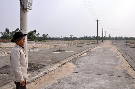 Tiến độ cấp bìa đỏ cho người dân xã Bình Dương (Thăng Bình) rất chậm.  TRONG ẢNH: Khu tái định cư xã Bình Dương.  Ảnh: TRẦN HỮU