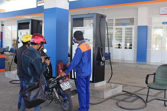 Tăng cường các biện pháp để quản lý thuế đối với các cơ sở kinh doanh xăng dầu. (ảnh minh họa)