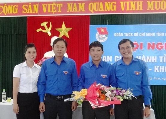 Tân Phó Bí thư Tỉnh đoàn Nguyễn Xuân Đức (đứng thứ 2 từ phải sang). Ảnh: L.H