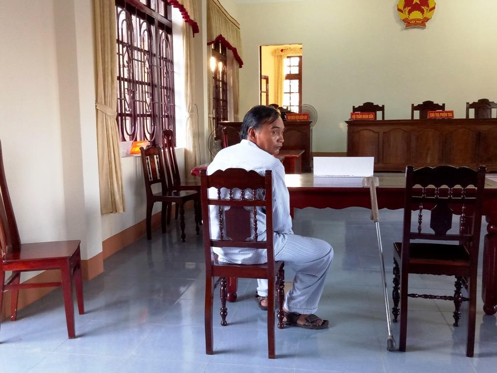 Ông Nguyễn Khắc Hiếu tại phiên tòa ngày 28.9