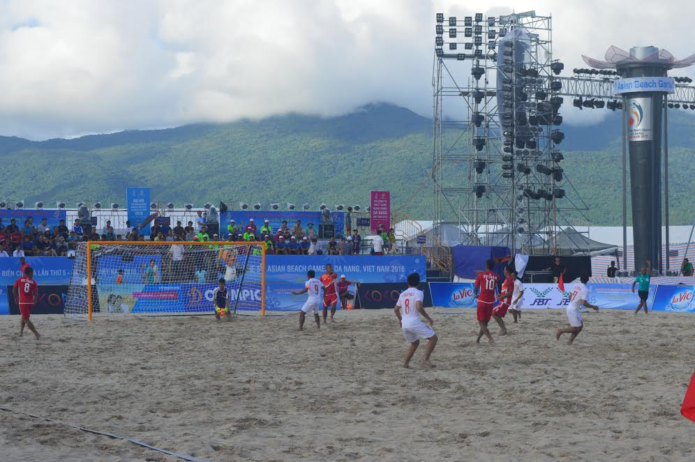 Đội tuyển bóng đá bãi biển Việt Nam sẽ bước vào vòng tứ kết gặp Lebanon vào đầu giờ chiều nay.