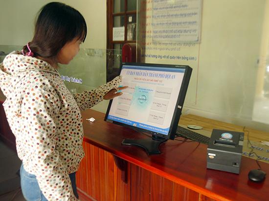 TP.Hội An đang đẩy mạnh ứng dụng công nghệ thông tin phục vụ cải cách hành chính. Ảnh: Phan Sơn